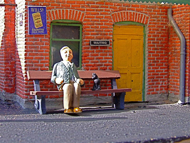 Old-chap-and-cat-at-station.jpg